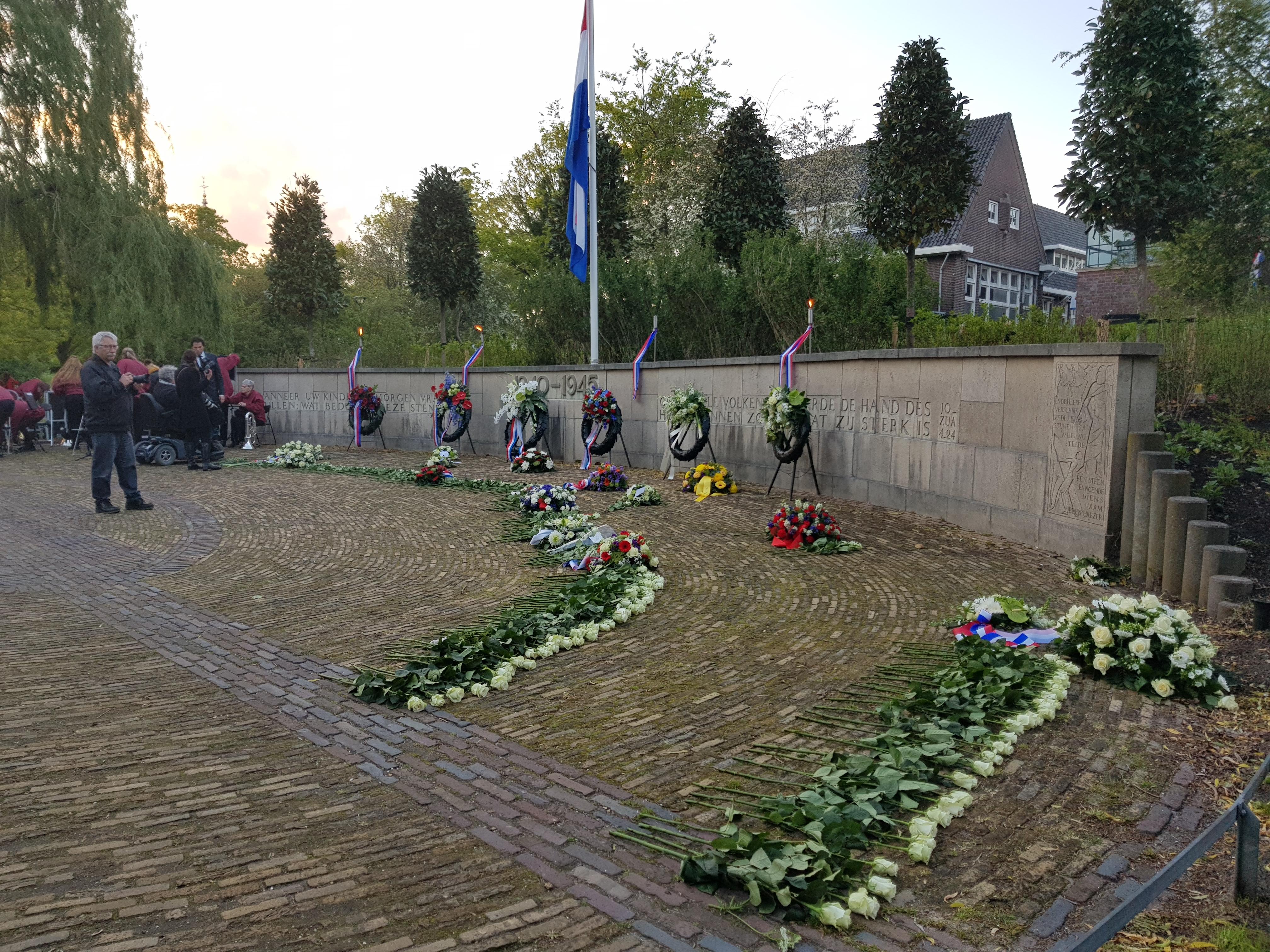 Oorlogsslachtoffers herdacht tijdens de Nationale Dodenherdenking in het Wilhelminapark
